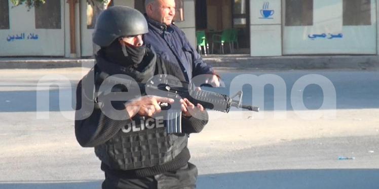 عاجل - بن قردان: ثلاثة ارهابيين يسلمون أنفسهم لقوات الجيش والامن
