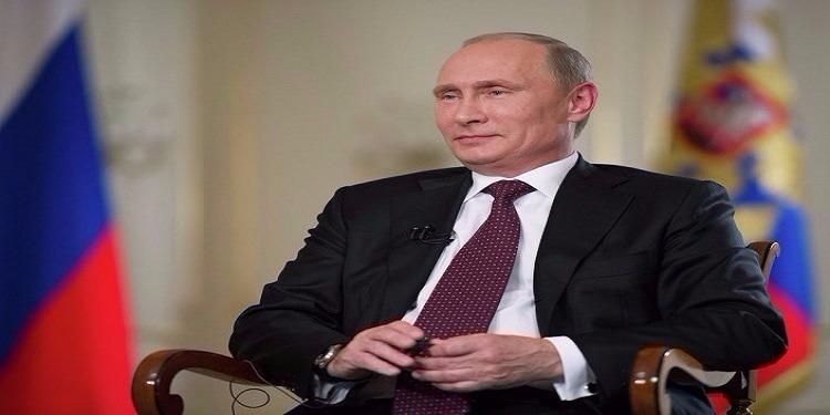 بوتين يهنئ ماكرون بالفوز ويدعوه إلى ''ردم التصدعات العميقة'' بين البلدين