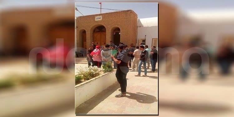 توزر: عدد من المحتجين في إعتصام داخل مقر المعتمدية