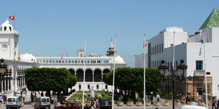 رئاسة الحكومة : جلسة عمل حول مناظرات انتداب 23 ألف عون بالوظيفة العمومية