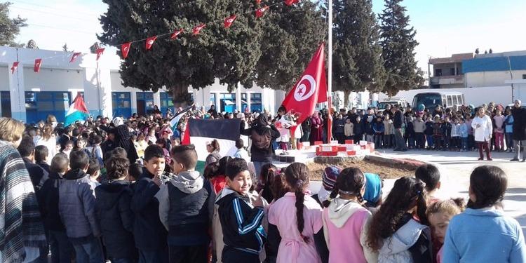 جبل الجلود: أداء النشيد الوطني ورفع الرايتين التونسية والفلسطينية بمدرسة  فتح الله