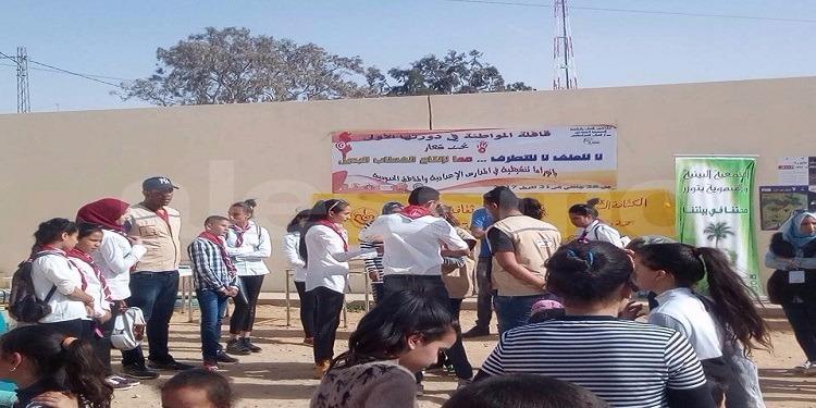 توزر: قافلة المواطنة في دورتها الاولي للمناطق الحدودية تحت شعار''لا للتطرف لا للعنف''(صور)