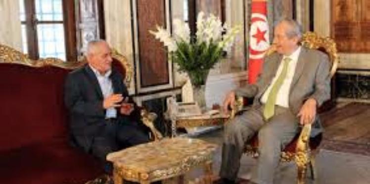 مشروع قانون التمديد الاختياري في سن التقاعد محور لقاء محمد الناصر وحسين العباسي