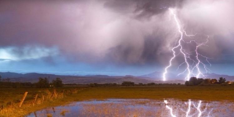 طقس يوم غد الإثنين: سحب أحيانا كثيفة بأغلب الجهات وأمطار رعدية