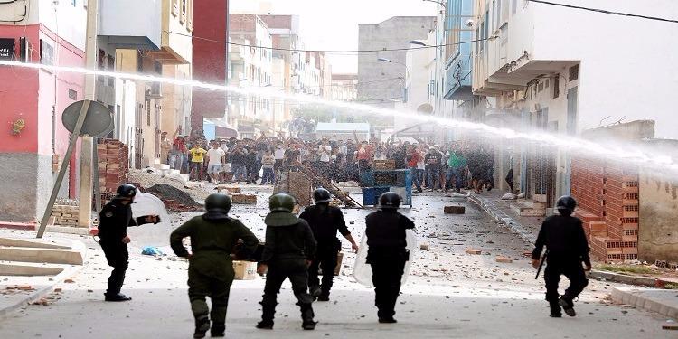 الحسيمة: إشتباكات عنيفة بين المحتجين وقوات الأمن المغربي