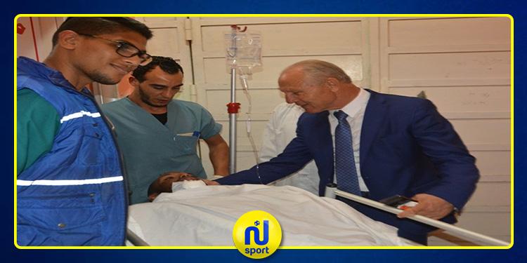 رضا شرف الدين يطمئن على صحة حارس النادي الإفريقي بعد إصابته على مستوى الرأس