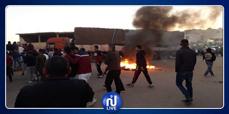 بنقردان: إحتجاجات.. غلق المحلات وإحراق للعجلات والسبب (صور)