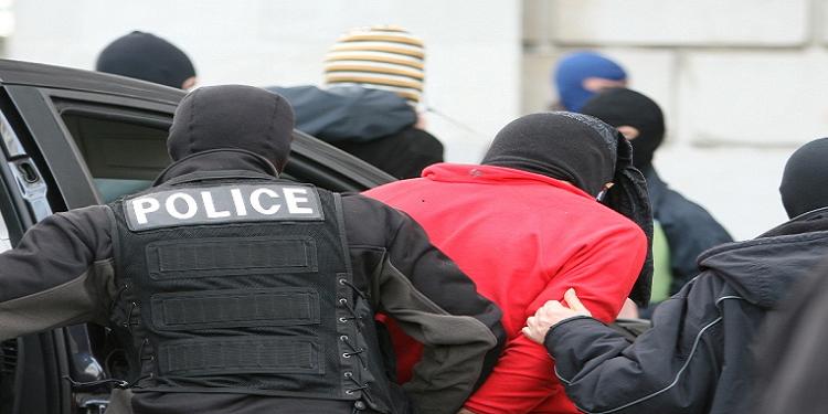 العاصمة : القبض على منحرف محلّ 20 منشور تفتيش من أجل ترويع المارّة والإعتداء عليهم بأسلحة بيضاء
