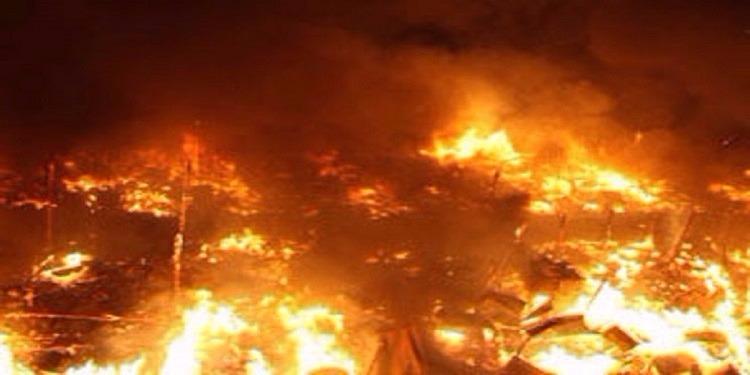 طهران: إصابة 3 أشخاص جراء إندلاع حريق ضخم (فيديو)