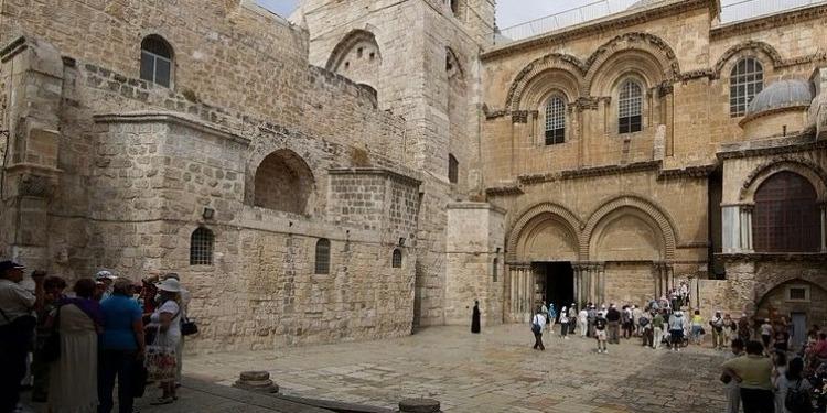 كنيسة القيامة تفتح أبوابها من جديد