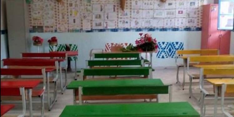 القيروان: معلم يزوّق قاعة الدرس على نفقاته الخاصة (صور)
