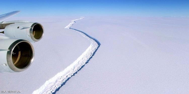 يصل حجمه إلى تريليون طن.. انفصال جبل جليدي عن القطب الجنوبي