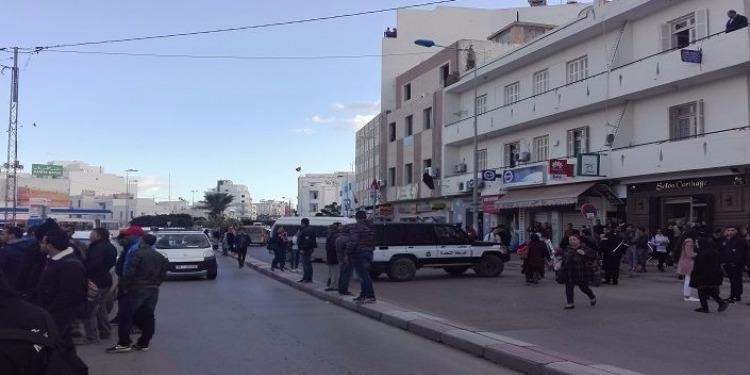 سوسة: إحتجاج وإغلاق الطريق بسبب مناظرة الشركة الجهوية للنقل