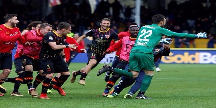 حارس بينيفنتو يُهدي فريقه أول نقطة بعد 14 هزيمة متتالية في الدوري الإيطالي