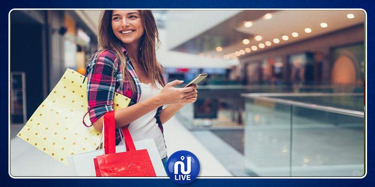 إستخدام النساء لهواتفهن أثناء التسوق يرفع فاتورة مُشترياتهن!
