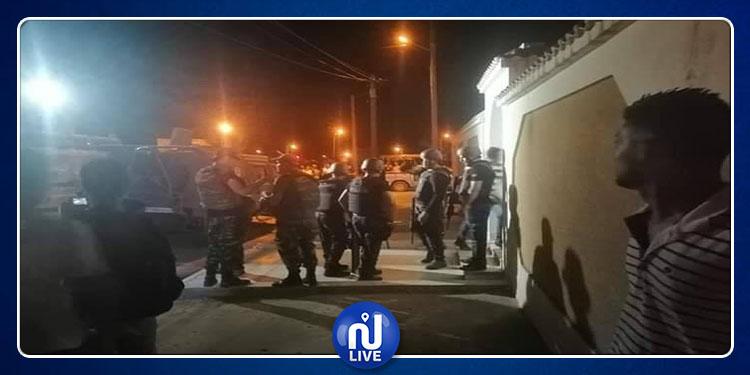 القصرين: قوات الأمن تحاصر إرهابيا مسلحا متحصن بمنزل في حي القضاة  (صور)