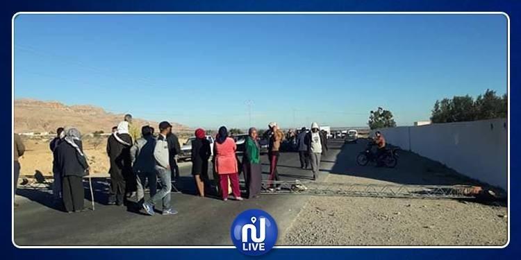 غلق الطريق الرابطة بين القيروان و سيدي بوزيد احتجاجا على الماء