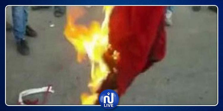 انزال الراية الوطنية وحرقها من طرف مجهول (صور)