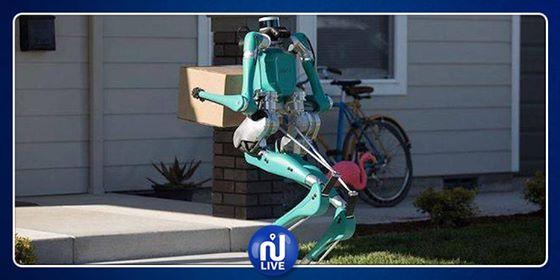 Un robot Ford, porteur de colis…