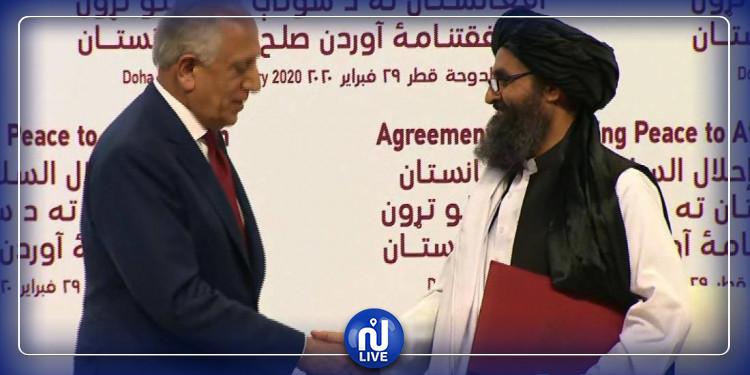 Les États-Unis et les talibans signent un accord historique