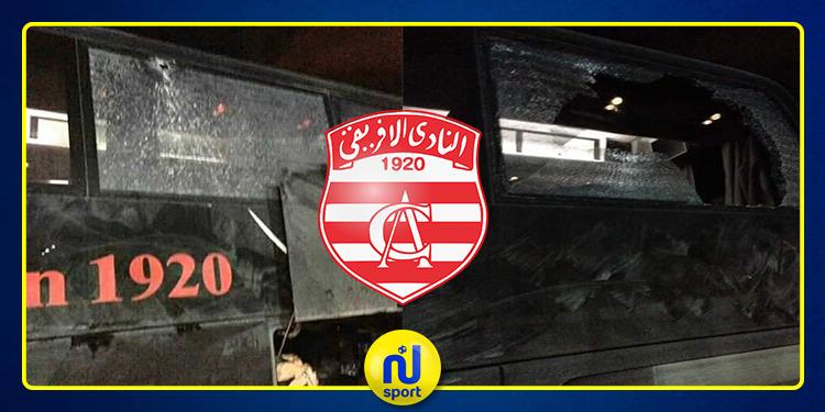 بالصور: الاعتداء على حافلة النادي الافريقي