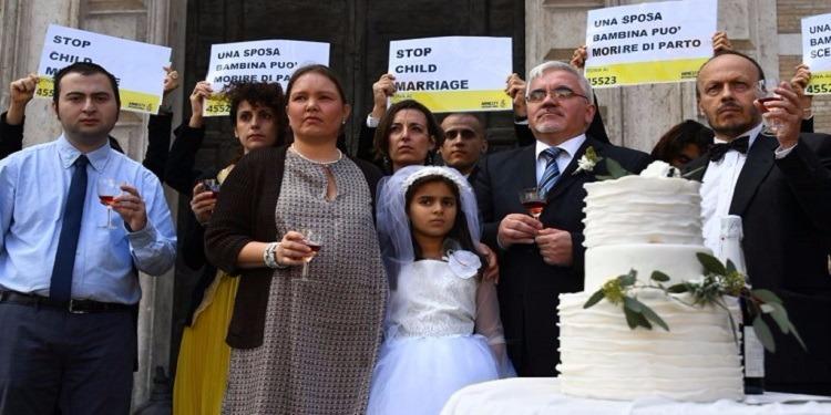 حاكم ولاية أمريكية يرفض التوقيع على قانون منع زواج الأطفال