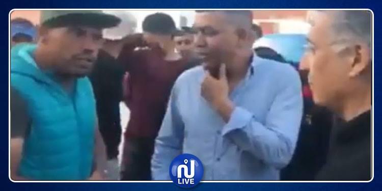 مواطن : أحد الأحزاب عرض علي 50 دينارا لإفساد موائد إفطار خليل تونس في حي هلال (فيديو)