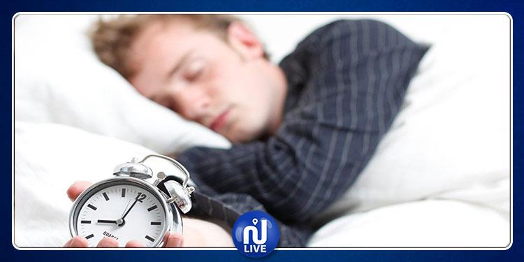 دراسة تكشف عن مخاطر النوم ساعة واحدة إضافية!
