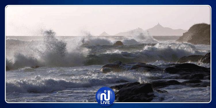 اليوم .. البحر شديد الاضطراب والسباحة ممنوعة بهذه الشواطئ...