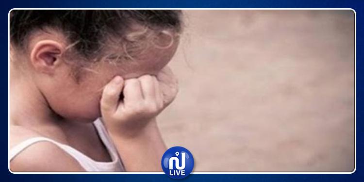 منزل تميم: إمرأة تعنّف طفلة الـ8 سنوات أمام المارّة بالسوق البلدي