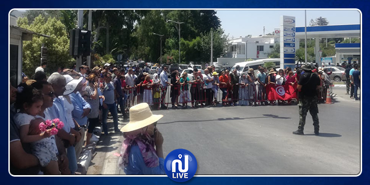 مواطنون في قرطاج لاستقبال موكب جثمان رئيس الجمهورية الراحل (صور)