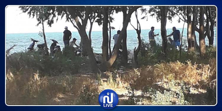 شاطئ صلامبو يتحوّل  إلى حانة.. ومواطنون يستغيثون (صور)