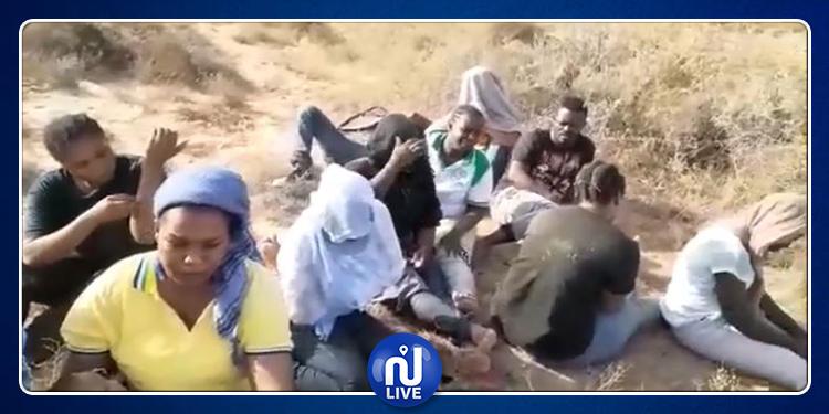 بينهم أطفال ونساء.. السلطات التونسية تطرد 36 مهاجرا إيفواريا نحو الصحراء (فيديو)