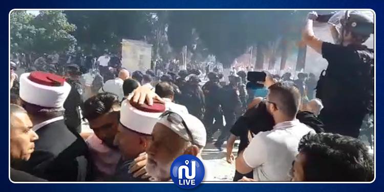 بعد صلاة العيد.. مواجهات عنيفة  بين المصلين وقوات الاحتلالبالمسجد الأقصى