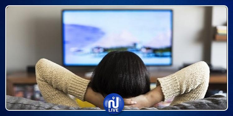 الجلوس أمام التلفاز لأوقات طويلة قد يسبب الموت المبكر !