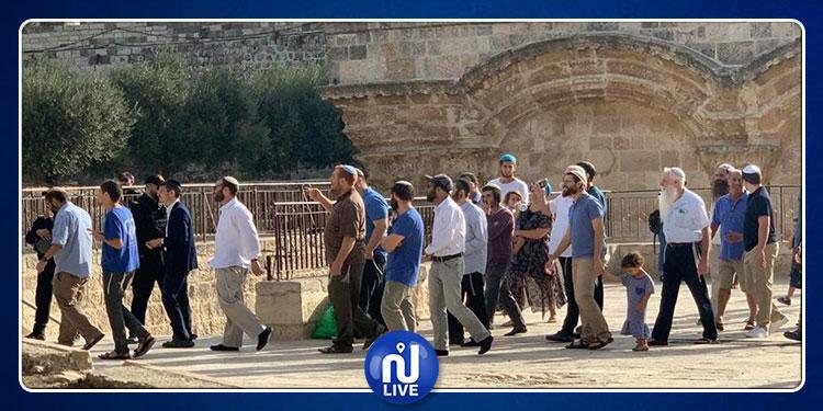مستوطنون يقتحمون المسجد الأقصى ويمنعون الفلسطينيين من الصلاة داخله