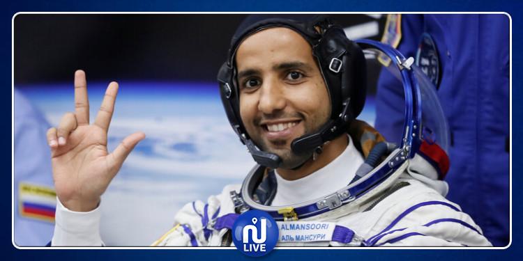 رائد الفضاء هزاع المنصوري يتلقى اتصالا من حاكم دبي وهو في الفضاء