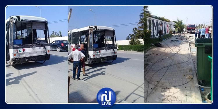 شط مريم : اصطدام حافلة بعمود كهربائي  يتسبب في انقطاع الكهرباء