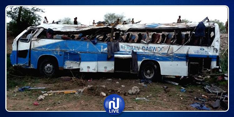 Pakistan : la chute d'un bus dans un ravin fait 23 morts