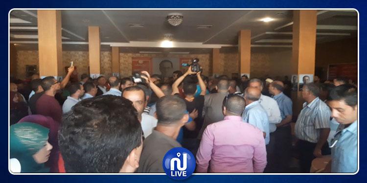 القصرين: استياء في صفوف الأهالي و مرافقو الشاهد يضطرون  إلى تهريبه