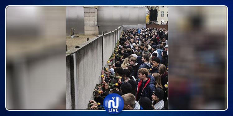 بعد 30 عاما .. الورود رمز للاحتفال بسقوط جدار برلين(صور)