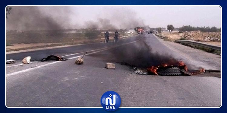 صفاقس: غلق الطريق احتجاجا على نقلة عدد من المعلمين