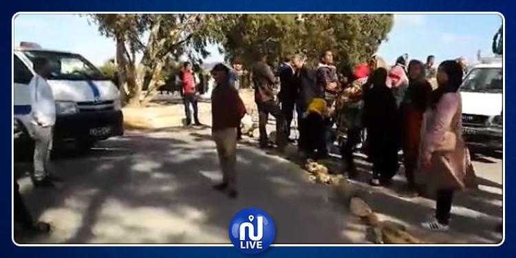 سليانة: غلق الطريق احتجاجا على الروائح الكريهة