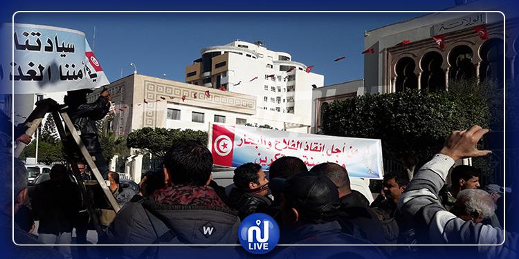 الفلاحون يحتجون أمام وزارة الفلاحة