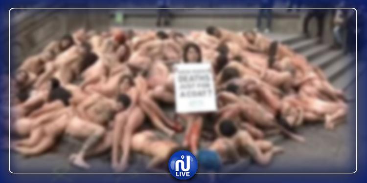 نشطاء عراة في برشلونة تنديدا بسلخ جلود الحيوانات