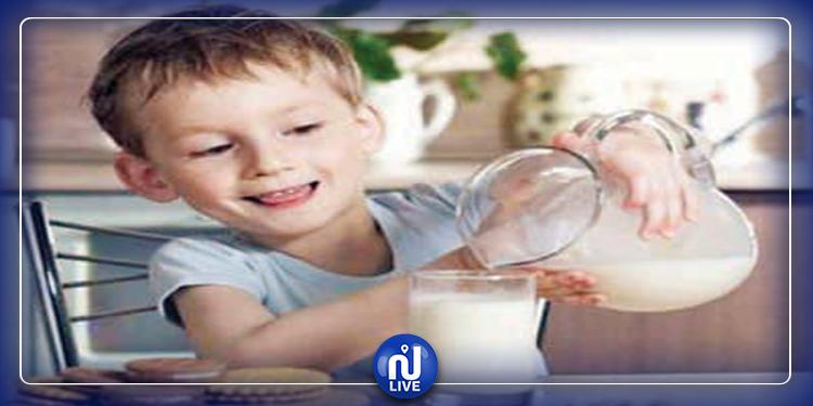الأطفال الذين يشربون الحليب الخالي من الدسم أكثر عرضة للإصابة بهذا الخطر!