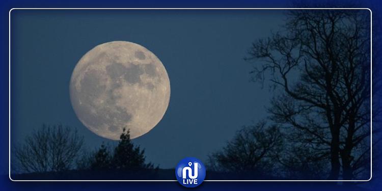 عشاق الظواهر الفلكية على موعد مع ''القمر الجديد'' !