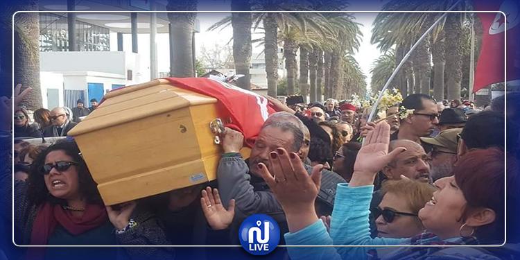 موكب جنازة الفقيدة لينا بن مهني يصل إلى مقبرة الجلاز