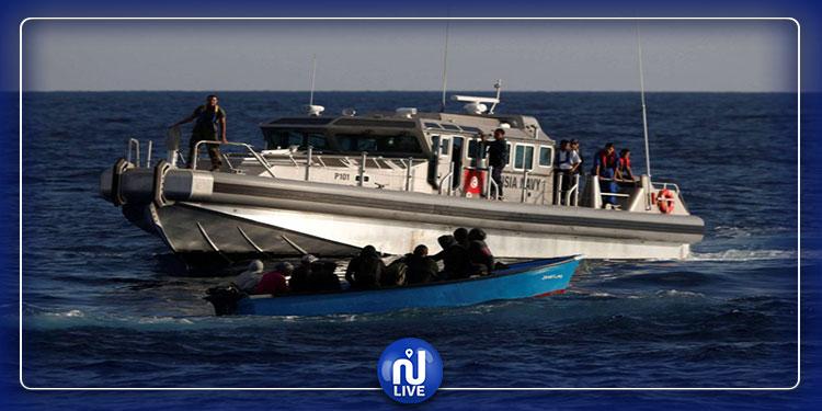 إنقاذ 11 مهاجرا تعطل مركبهم عرض سواحل جزيرة قرقنة