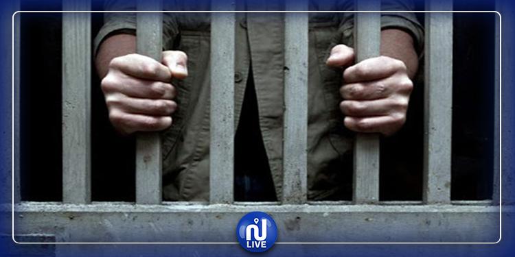 حي الخضراء : بطاقات إيداع بالسجن في حق 4 شبان حاولوا أداء صلاة العشاء في الشارع
